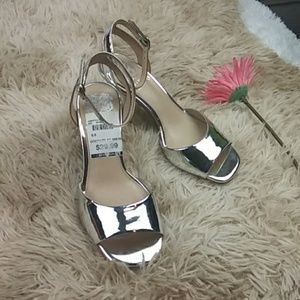 💕Vince Camuto Women Silver Pair of Shoes SZ 6.5